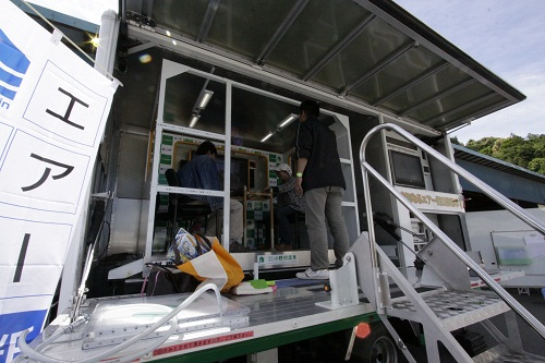 17_3地震体験車.JPG